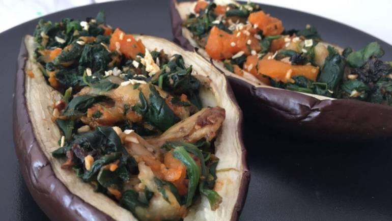 RECETA | Berenjena rellena de calabaza, espinacas y frutos secos